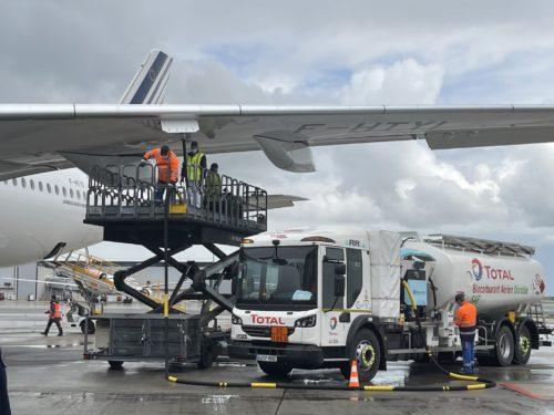 Air France-KLM, Total, Groupe ADP et Airbusse mobilisent pour la décarbonation du transport aérien et réalisentle premier vol commercial long-courrier avec ducarburant aérien durable (SAF) produit en France